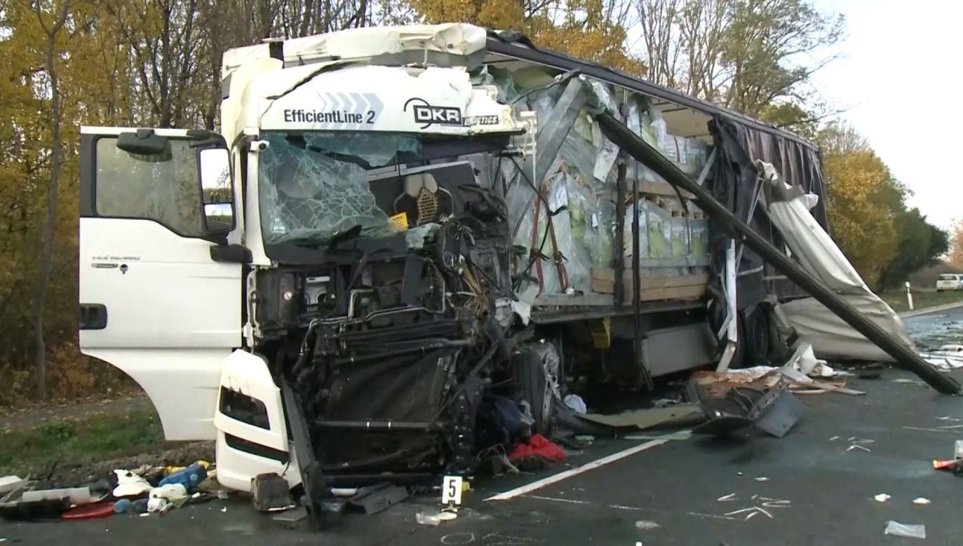 We wschodnich Węgrzech zderzyły się ciężarówki z polską i rumuńską tablicą rejestracyjną (fot. HUMTV - MAGYAR TELEVIZIO)