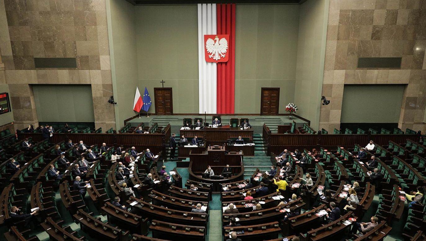 Opozycja podzieliła się ws. ratyfikacji FO (fot. Forum/Andrzej Hulimka)