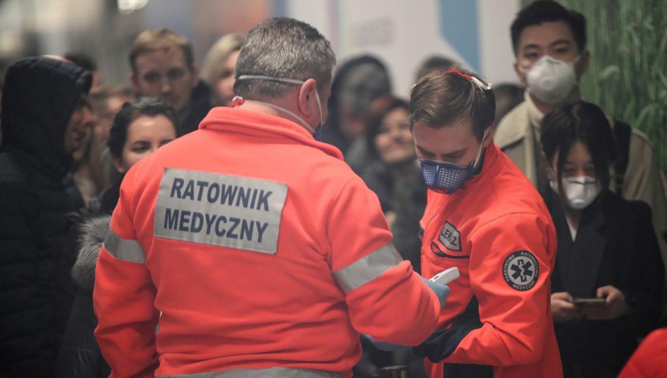 """Jak poinformował rzecznik Ministerstwa Zdrowia, """"żadna z badanych wczoraj przez Państwowy Zakład Higieny próbek nie jest pozytywna"""" (fot. PAP/Łukasz Gągulski)"""