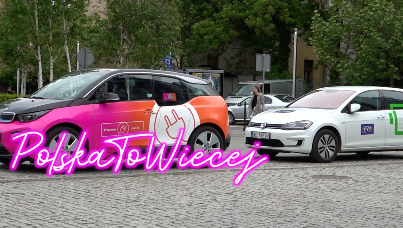 """""""Testujemy dwadzieścia modeli samochodów, czterech różnych marek"""" (fot. tvp.info)"""