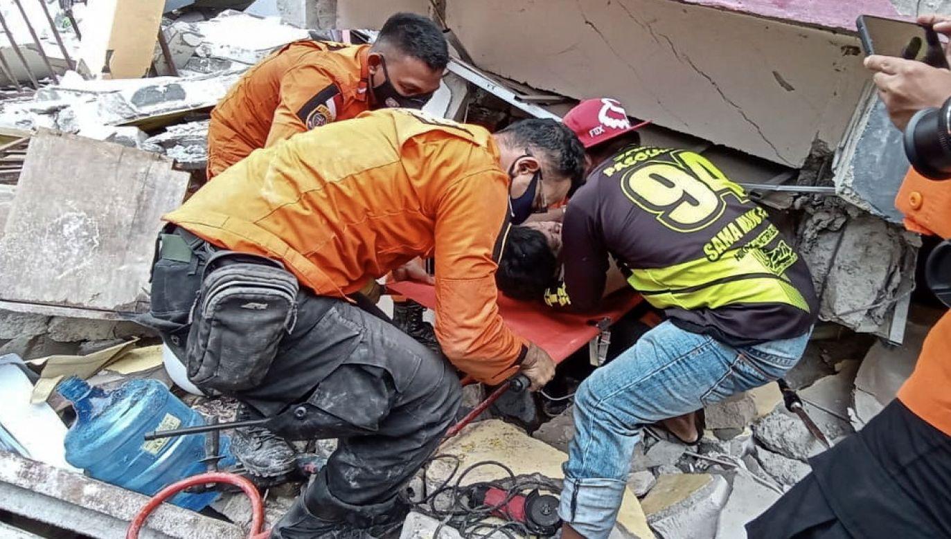 Co najmniej 34 osoby zginęły z powodu trzęsienia ziemi w Indonezji (fot. PAP/EPA/STR)