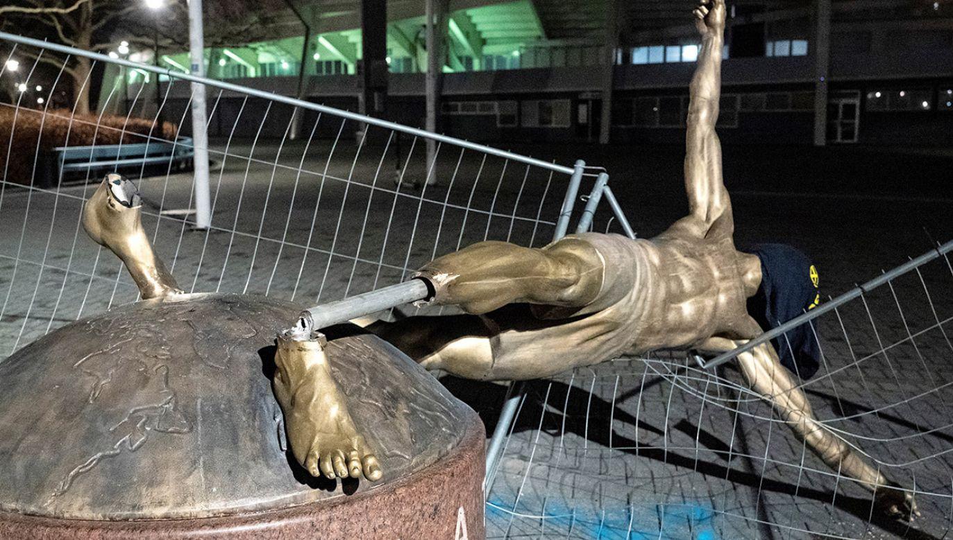 Zdewastowana rzeźba Ibrahimovica jest aktualnie naprawiana. Gdzie stanie po renowacji? (fot. TT News Agency/Johan Nilsson via REUTERS)