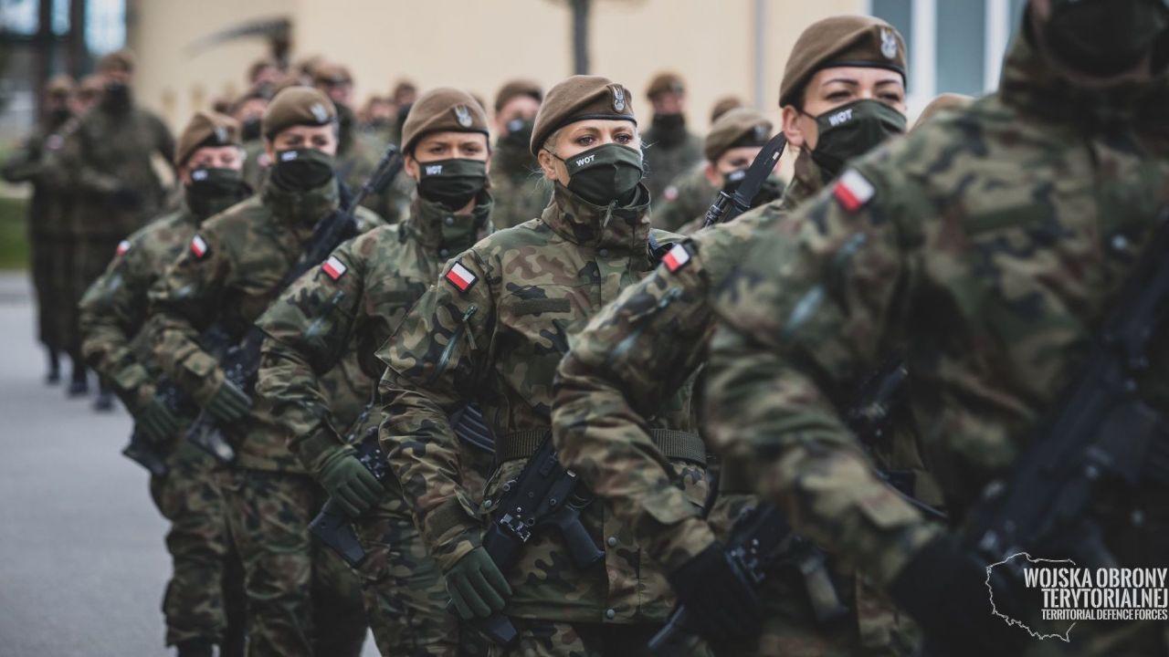 Wojska Obrony Terytorialnej. Przysięga wojskowa w 4WMBOT (fot. DWOT, terytorialsi.wp.mil.pl)