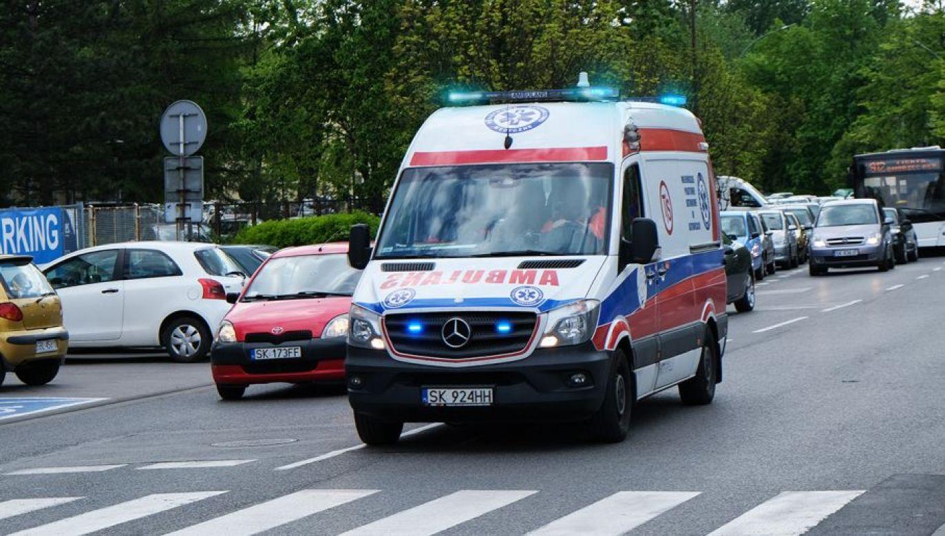 Kierowcy będą mieli obowiązek zjechać jak najbliżej lewej i prawej krawędzi jezdni, by umożliwić przejazd pojazdów uprzywilejowanych (fot. Shutterstock/forma82)