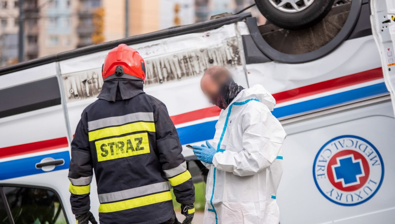 Z powodu wypadku przez kilka godzin ruch na skrzyżowaniu był całkowicie zablokowany (fot.PAP/Grzegorz Michałowski/zdjęcie ilustracyjne)