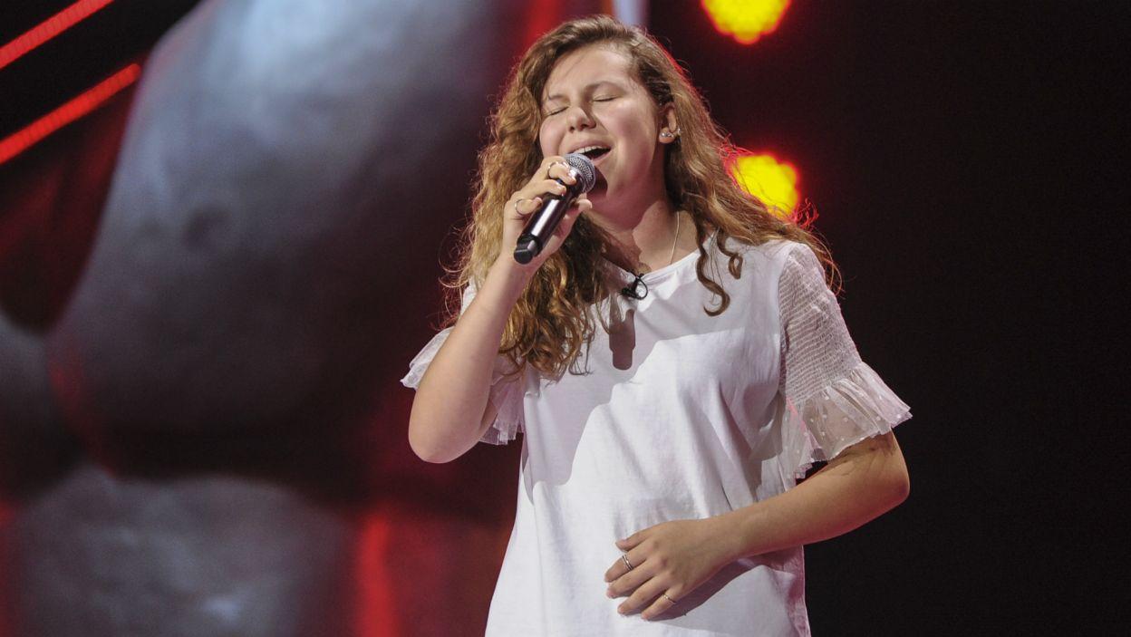 Zaraz po nim na scenie pojawiła się Lara, która swoim głosem oczarowała trenerów (fot. TVP)