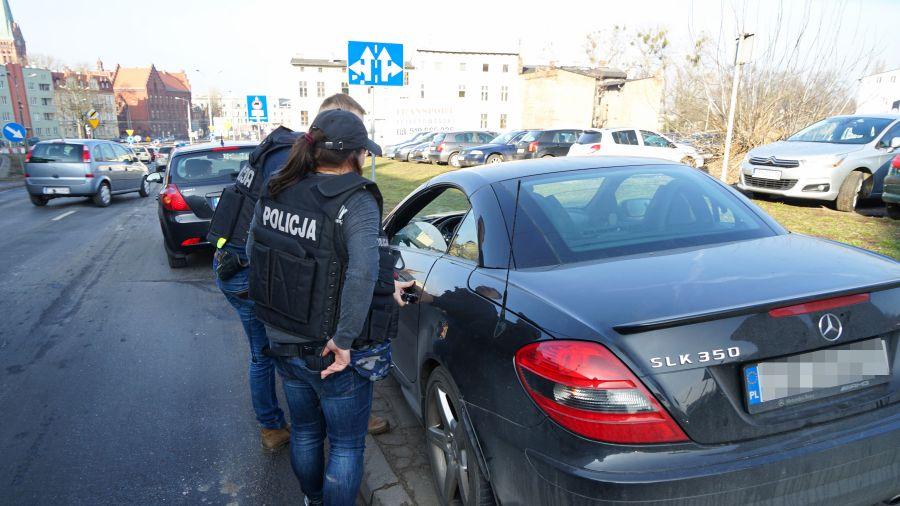 b45afbab2 Troje stręczycieli w rękach policji. Zarabiali tysiące na nierządzie ...