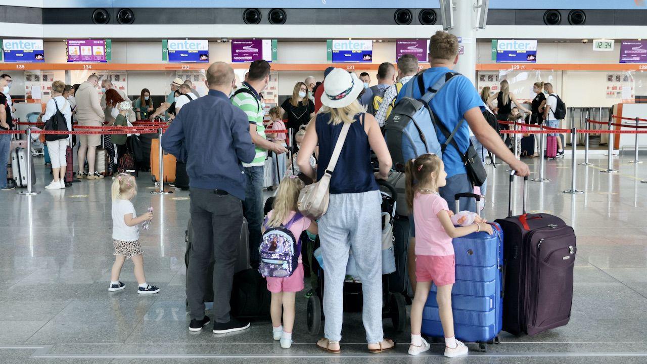Przed wyjazdem do Hiszpanii Polacy powinni wypełnić specjalny formularz (fot. PAP/Leszek Szymański)