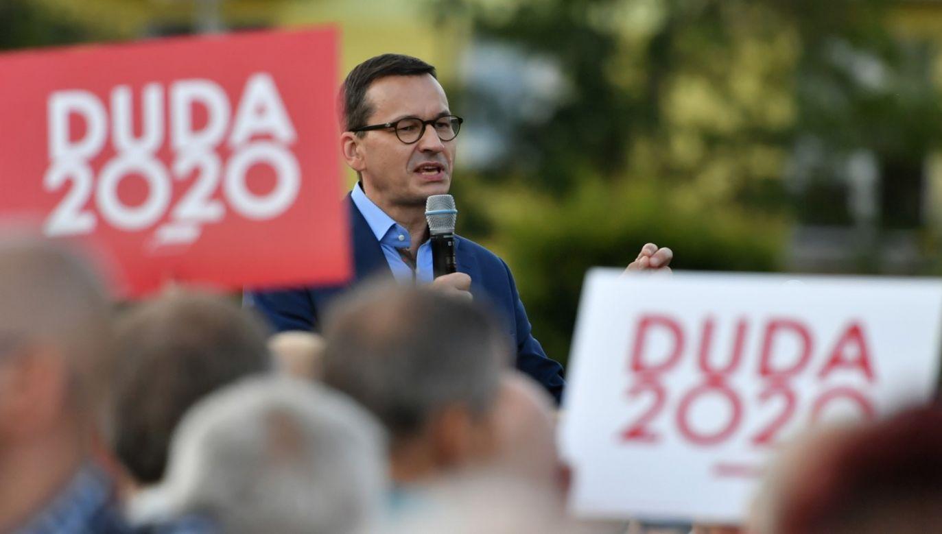 Ostatnie dni to dla premiera przede wszystkim spotkania z wyborcami (fot. PAP/Wojtek Jargiło)