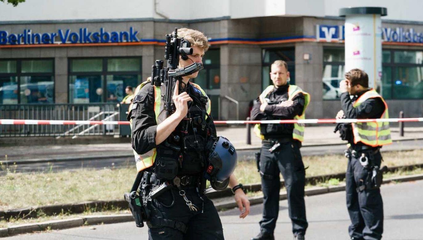 Program ma także chronić uczciwych i sumiennych policjantów (fot. PAP/EPA/CLEMENS BILAN)