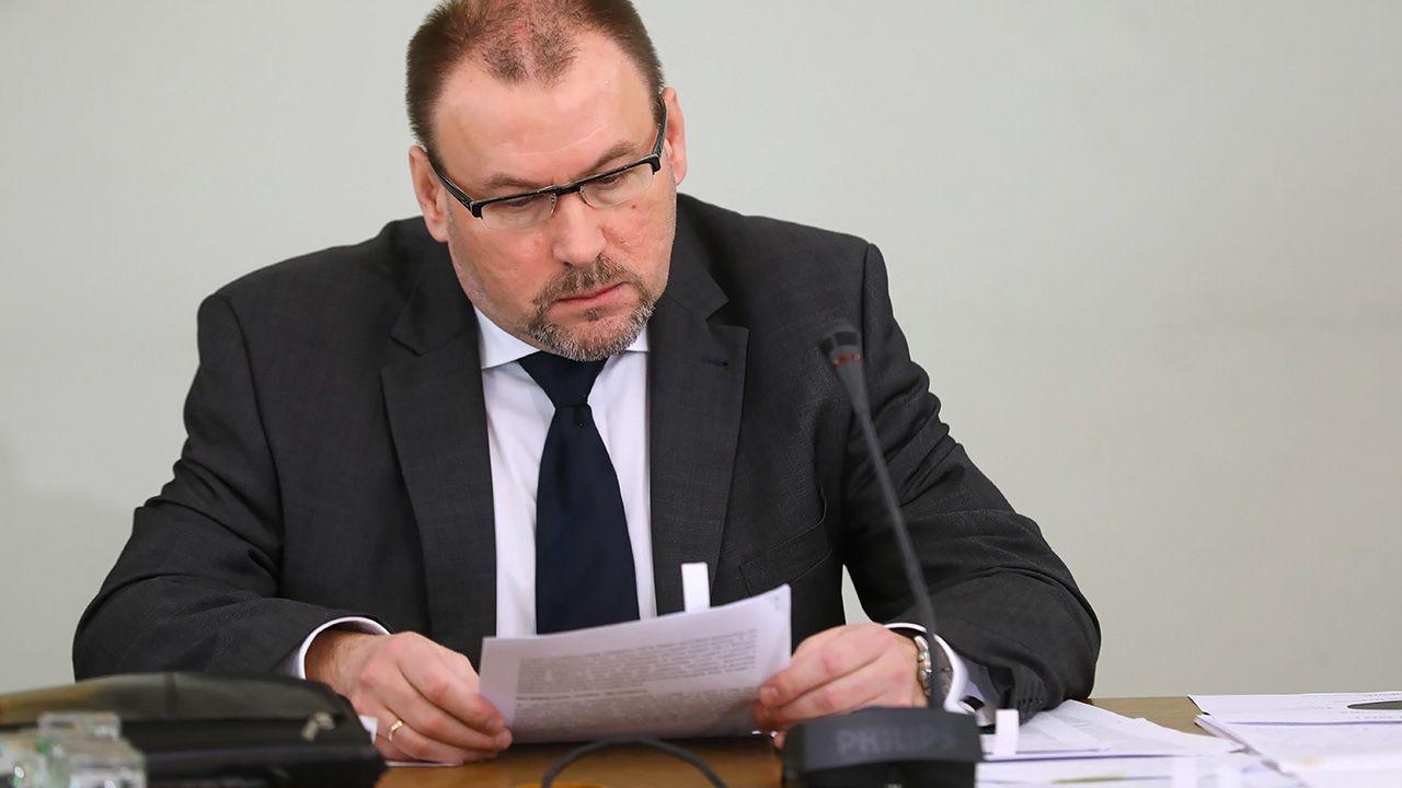 Były dyrektor Urzędu Kontroli Skarbowej w Bydgoszczy Zbigniew Stawicki podczas przesłuchania (fot. arch. PAP/Rafał Guz)