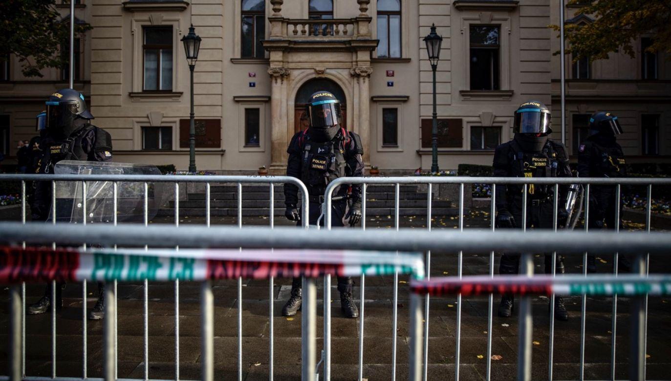 Czeska policja wyśledziła autora wpisów na fikcyjnym profilu (fot. PAP/EPA/MARTIN DIVISEK)