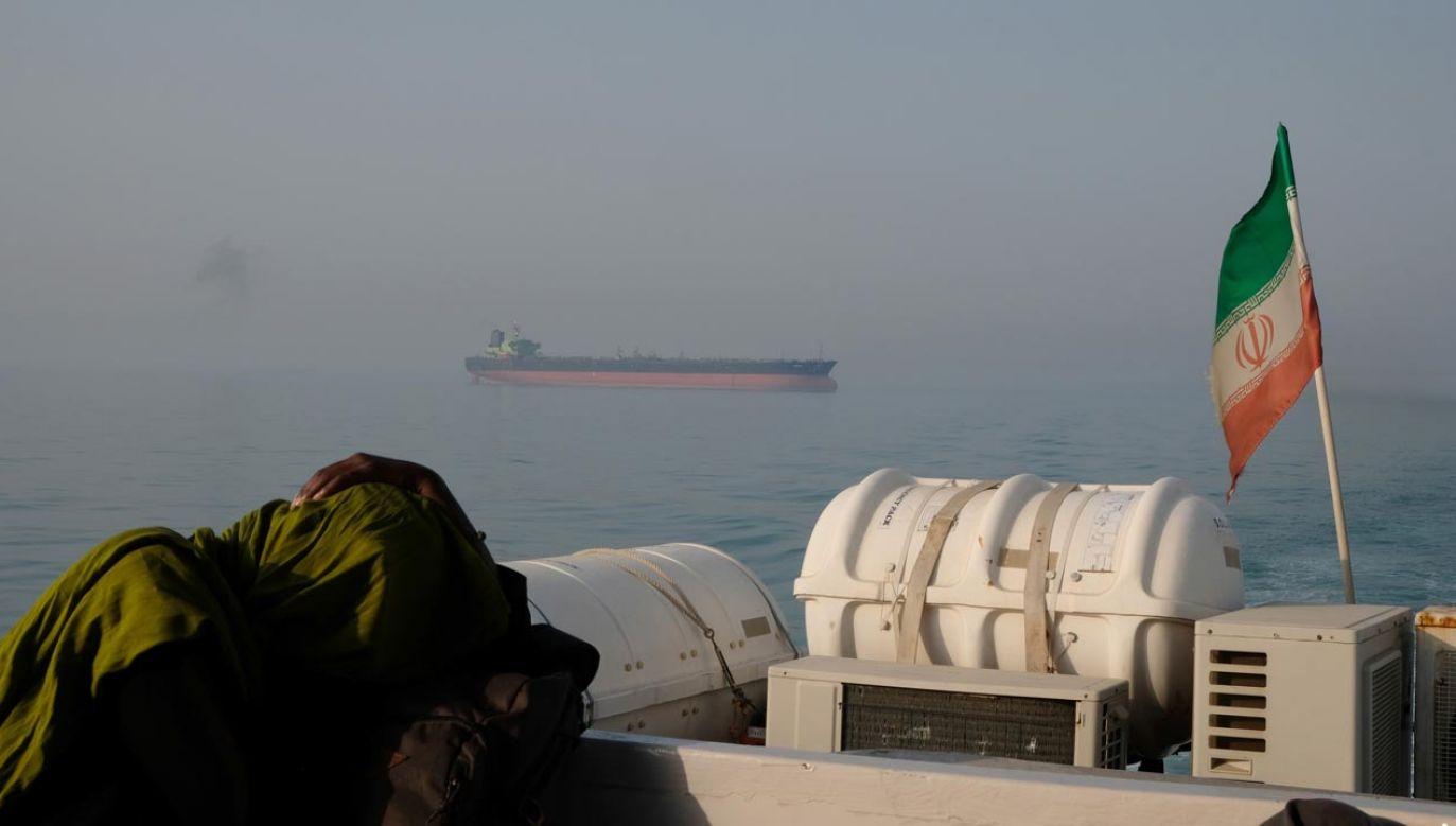 Tankowiec w cieśninie Ormuz; widok od strony Iranu (fot.  Kaveh Kazemi/Getty Images)