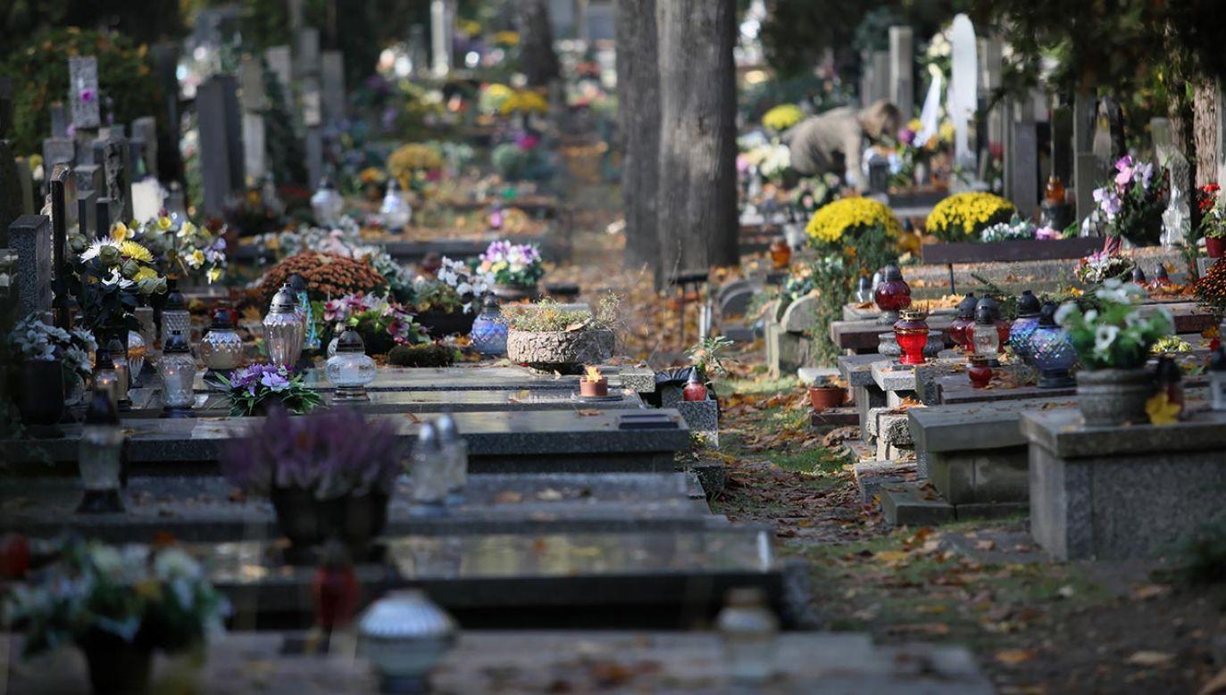 Cmentarze będą zamknięte (fot. PAP/Leszek Szymański)