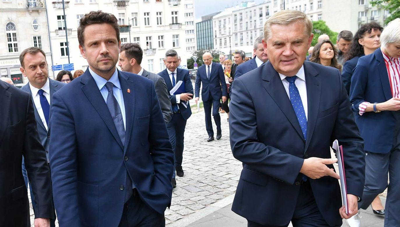 Rafał Trzaskowski (z lewej) i Tadeusz Truskolaski (z prawej) (fot. PAP/Piotr Nowak)