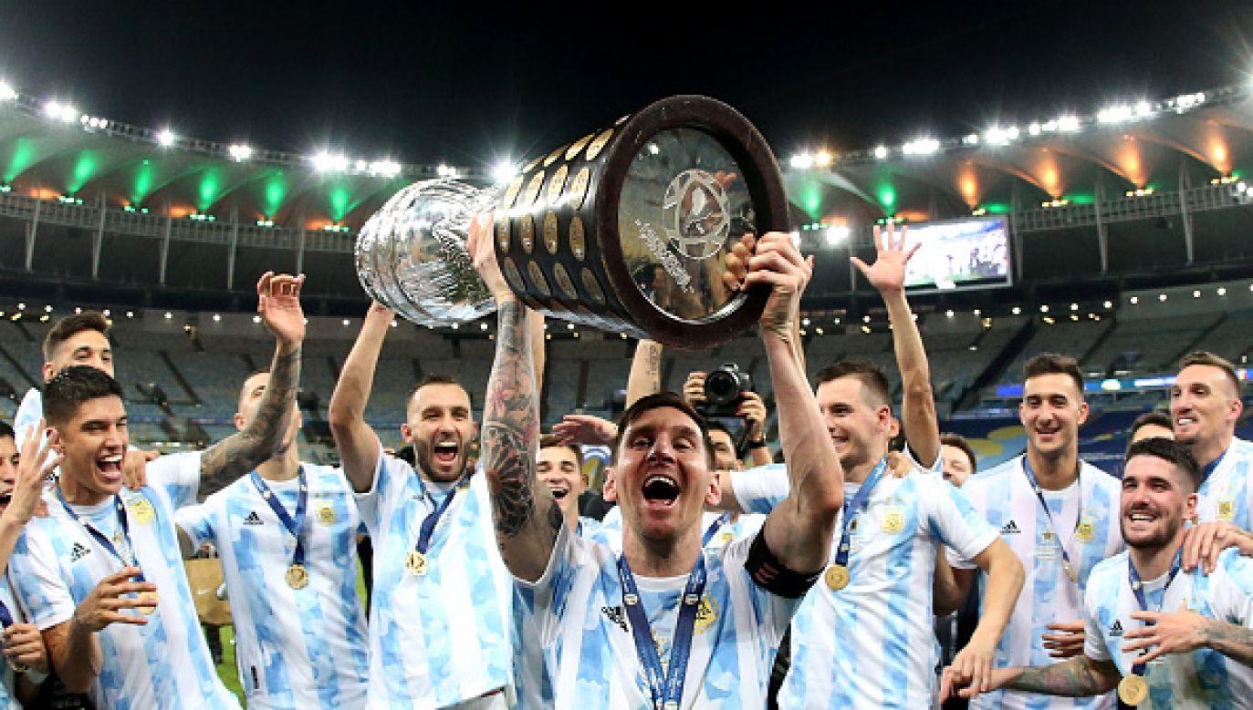 Leo Messi uzupełnił kolekcję pucharów (fot. Getty Images)