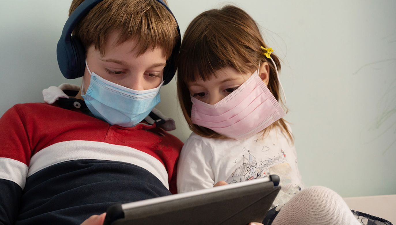 PIMS najczęściej dotyka 8-9-letnie dzieci (fot. Shutterstock)