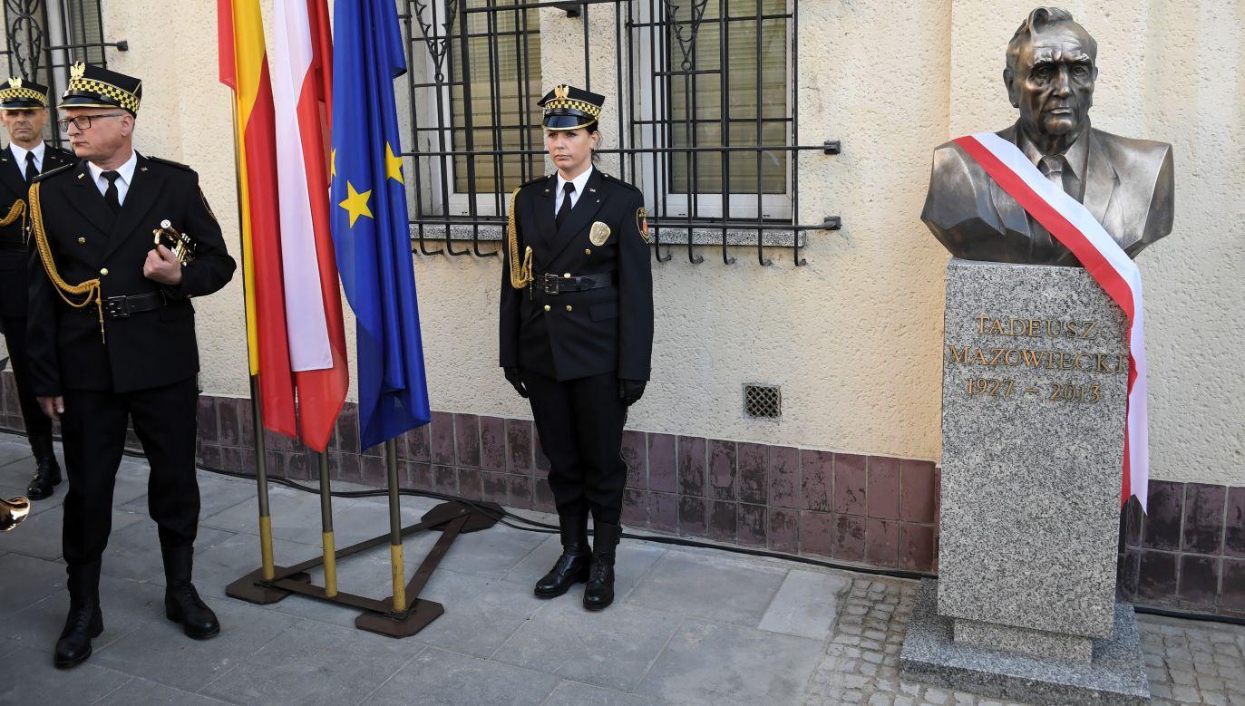 12 września 2019 r. w Warszawie odsłonięto popiersie Tadeusza Mazowieckiego. Fot. PAP/Radek Pietruszka