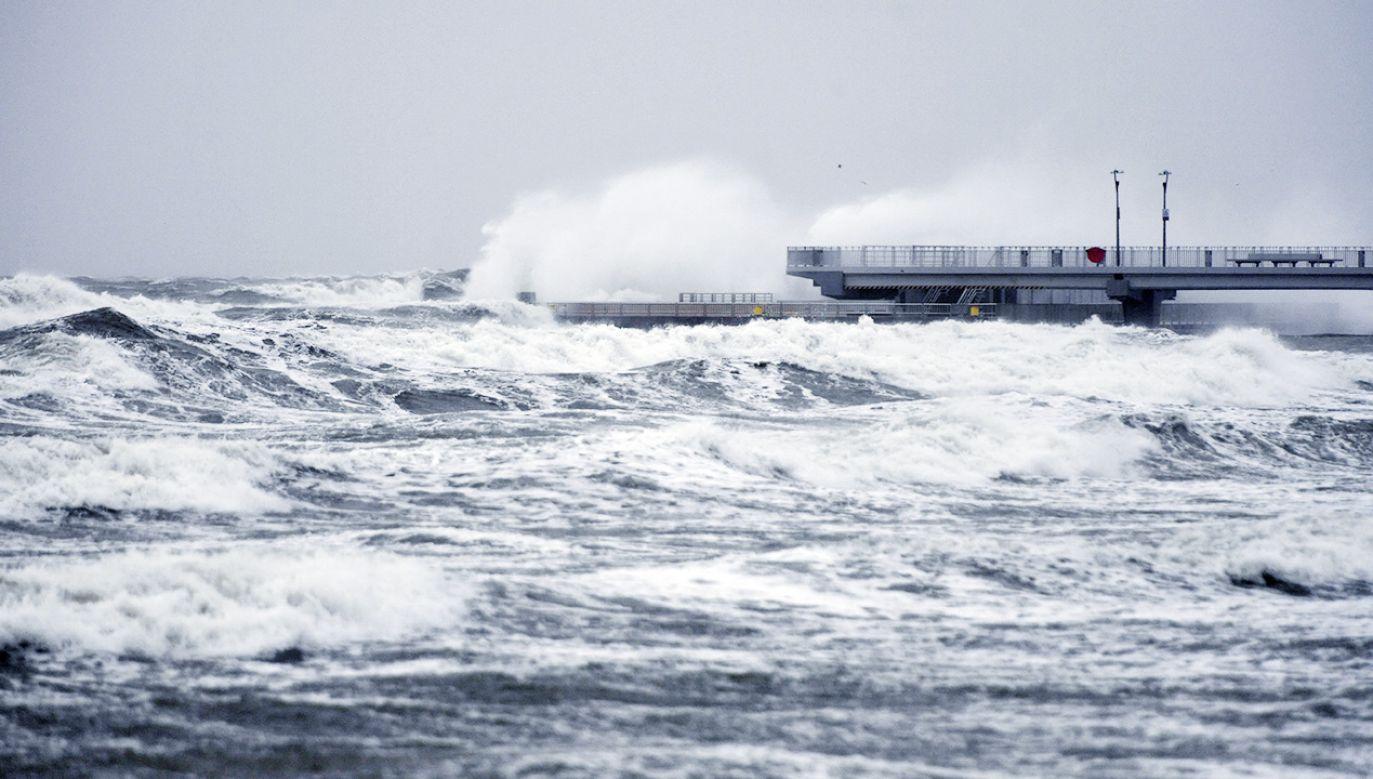 Zapowiada się bardzo wietrzna pogoda (fot. PAP/Marcin Bielecki)