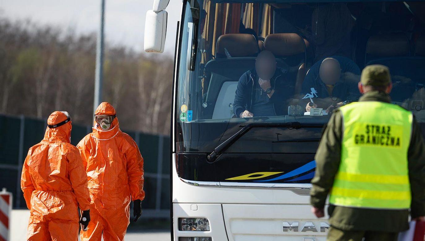 Jeden z pasażerów był zakażony koronawirusem (fot. Omar Marques/Getty Images)