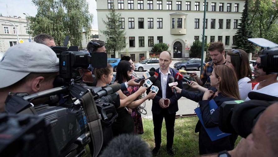 Prokurator Mariusz Pindera podczas konferencji prasowej w Świdnicy (fot. arch. PAP/Aleksander Koźmiński)