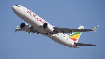 Boeing 737-8 MAX (rej. ET-AVJ), zdjęcie wykonano na lotnisku w Tel Awiwie miesiąc przed katastrofą. (fot. Wikimedia Commons/)