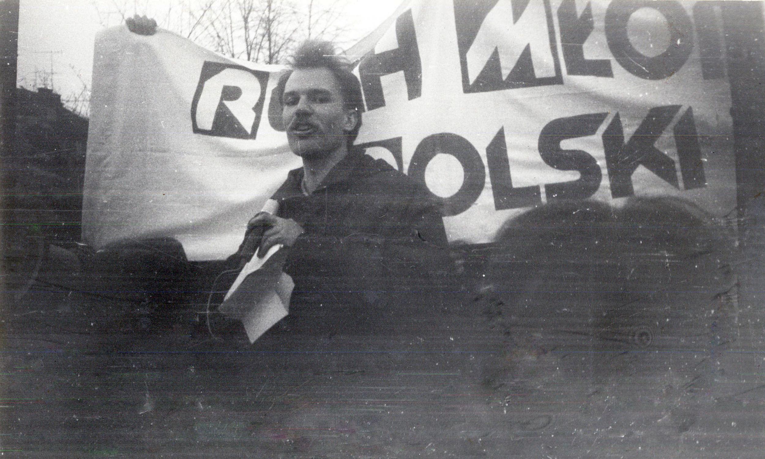 Jan Kobzdej w czasie demonstracji trzeciomajowej w 1980 roku. Fot. IPN