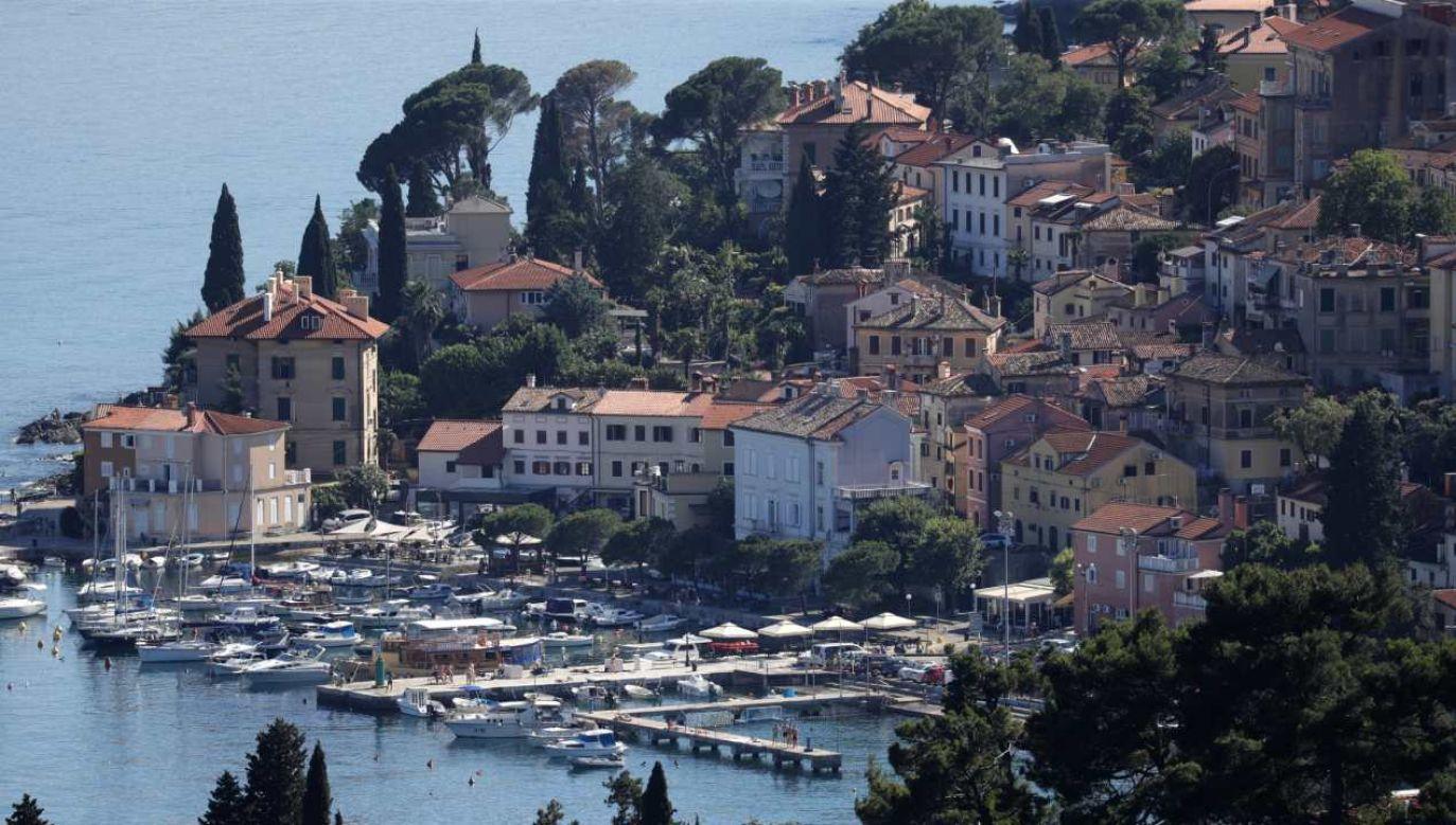 Przez ograniczenia w przemieszczaniu się i kwarantanny ucierpiała branża turystyczna, która zapewnia Chorwacji prawie jedną piątą PKB  (fot. PAP/EPA/ANTONIO BAT)
