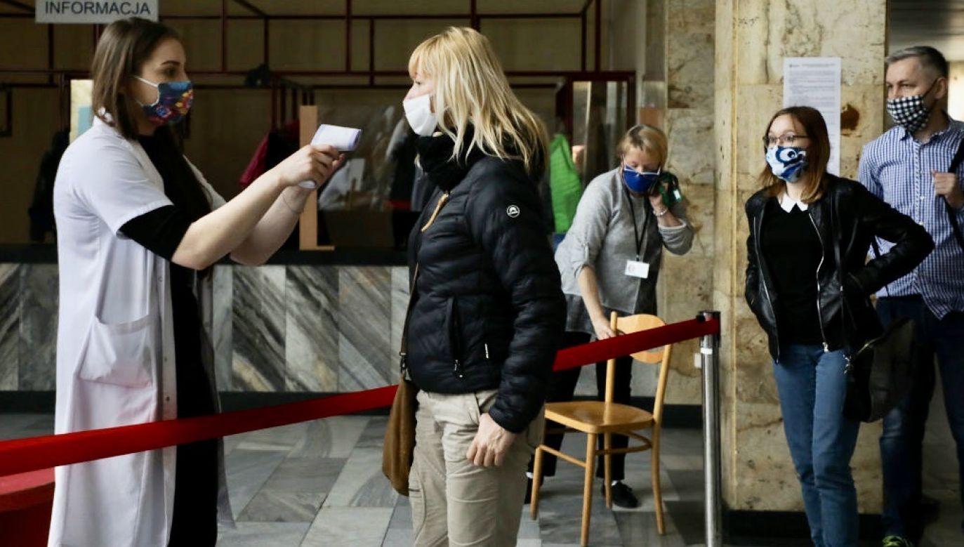 Ministerstwo Zdrowia raportuje o nowych zakażeniach koronawirusem (fot. Beata Zawrzel/NurPhoto via Getty Images)