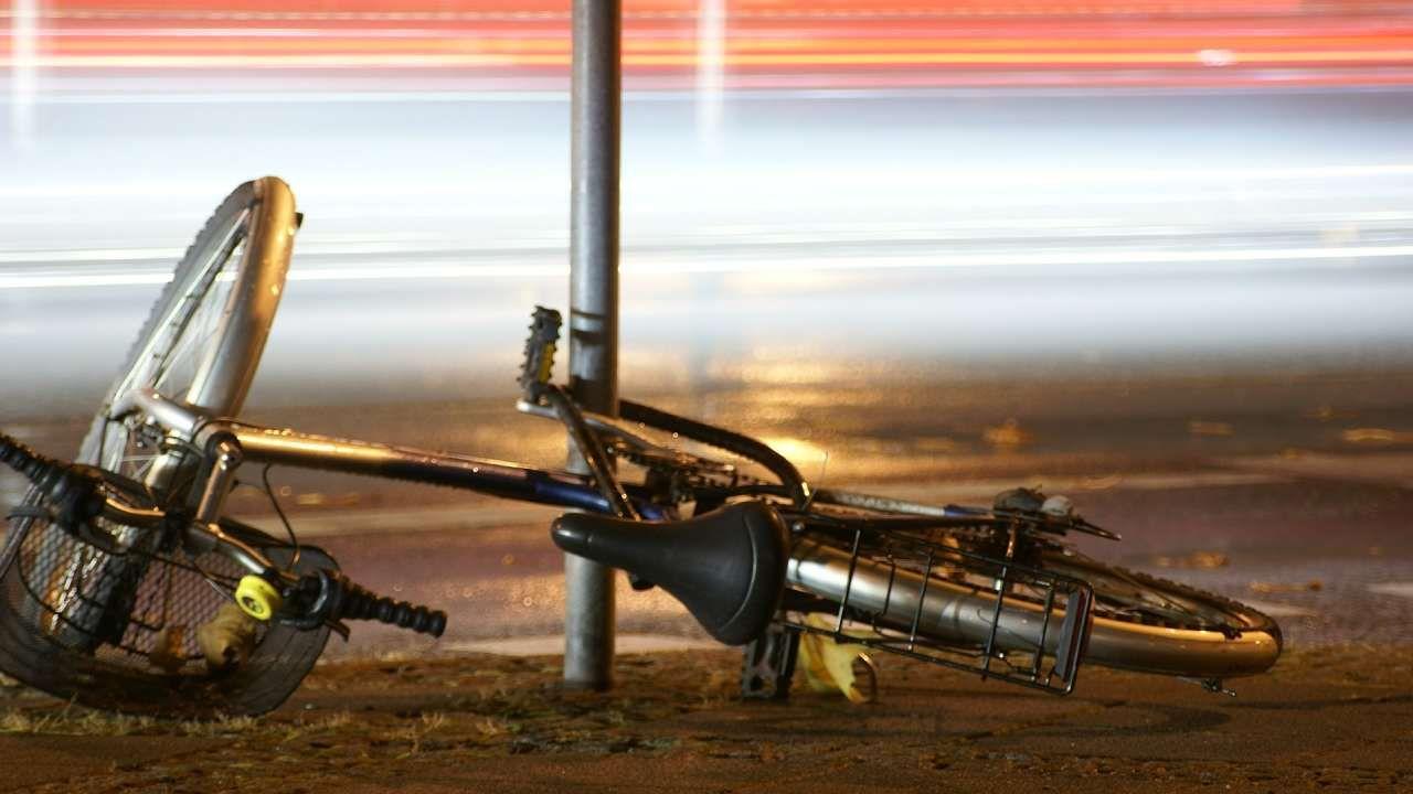 Jadąca na rowerze 72-letnia kobieta nie przeżyła wypadku (fot. Shutterstock/Ette07)