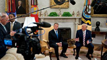 Prezydent Donald Trump przyjął w Białym Domu prezydenta Rumunii Klausa Iohannisa (fot. PAP/EPA/Andrew Harrer / POOL)