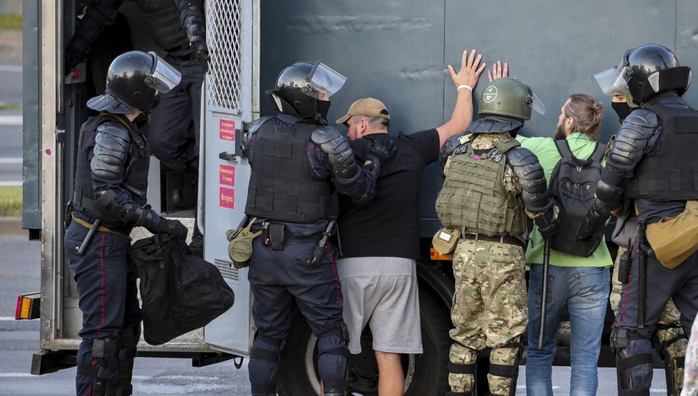 Polska popiera te działania wobec tych, którzy dopuszczali się fałszowania wyborów albo nieuzasadnionego użycia siły – oświadczył szef polskiej dyplomacji (fot. PAP/EPA/TATYANA ZENKOVICH)