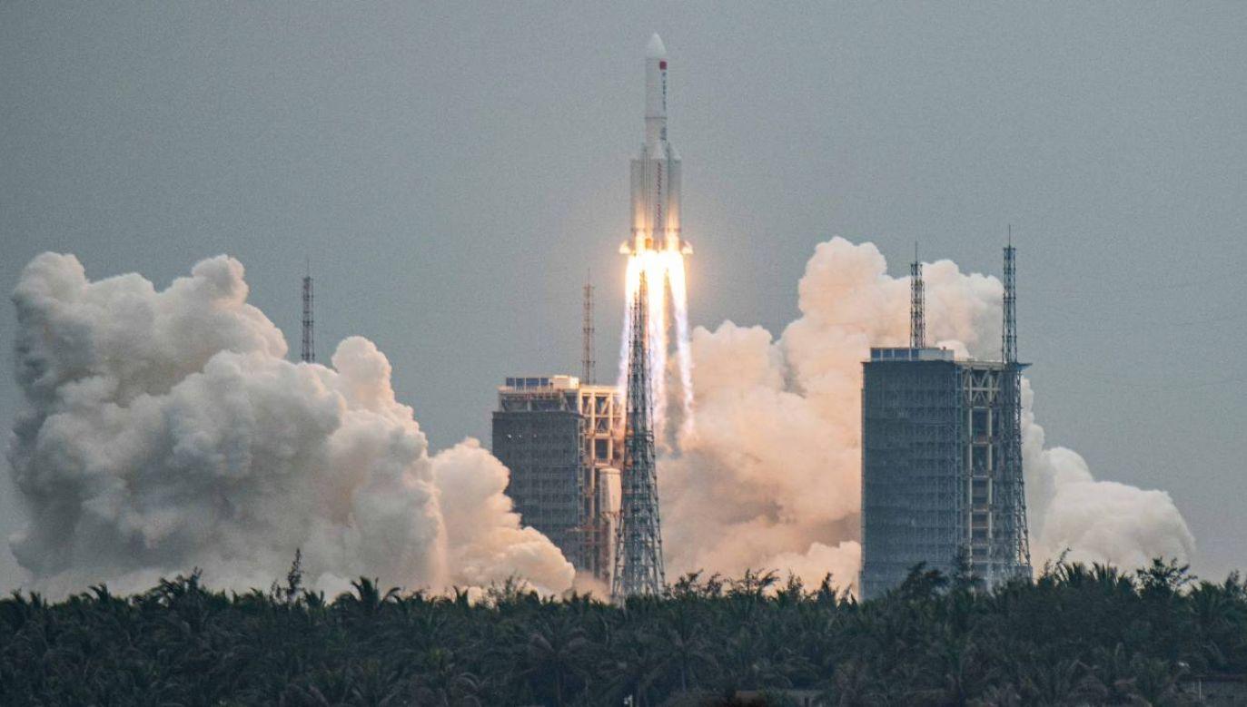 Rakieta Długi Marsz 5B wyniosła elementy chińskiej stacji kosmicznej Tiangong (fot. PAP/EPA/MATJAZ TANCIC)