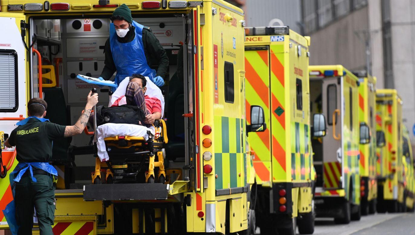 Wielka Brytania ma nadzieję zaszczepić do połowy lutego 15 mln osób z grupy wysokiego ryzyka (fot. EPA/Andy Rain)