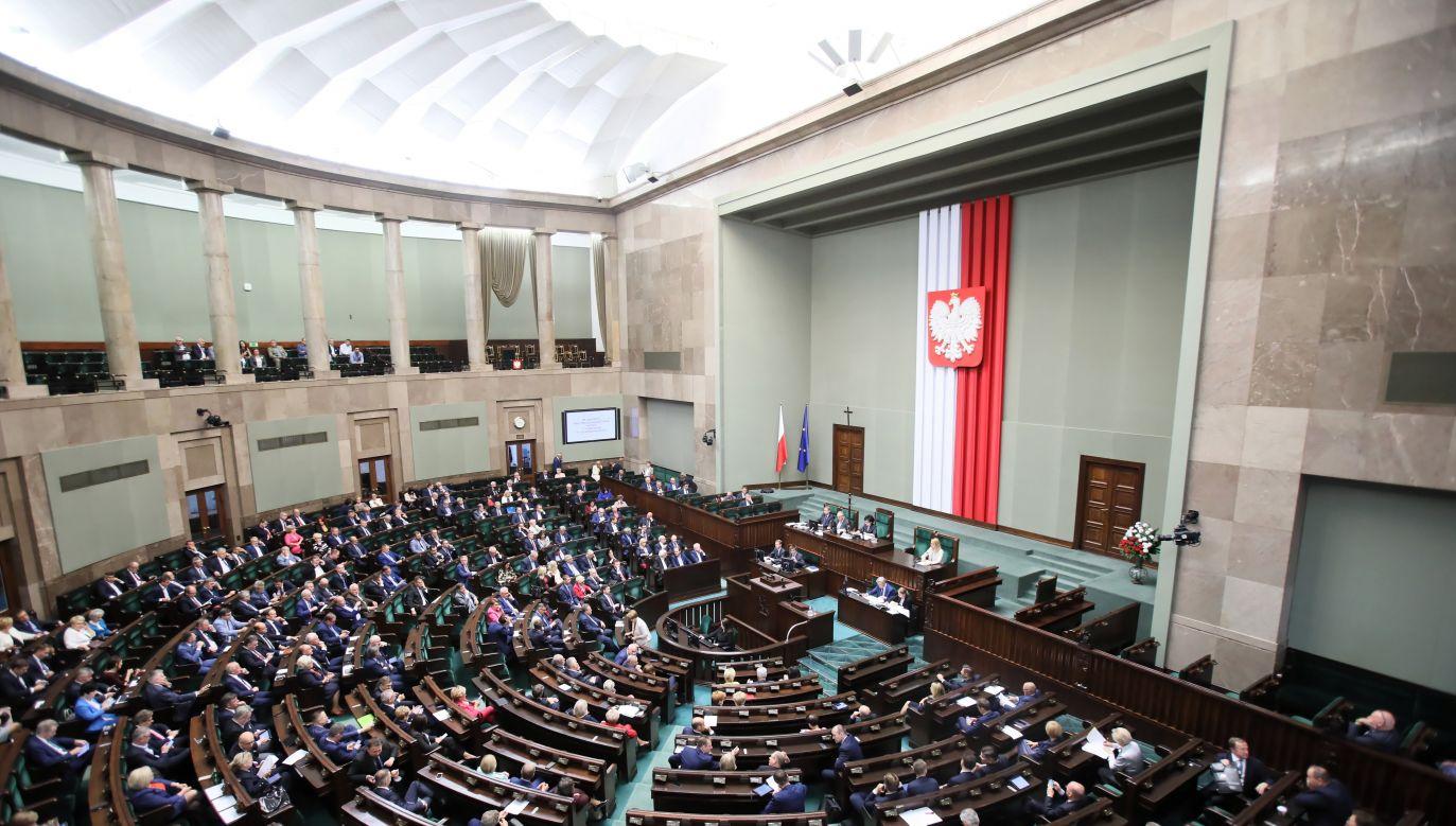 Najnowszy sondaż wyborczy (fot.PAP/Leszek Szymański)