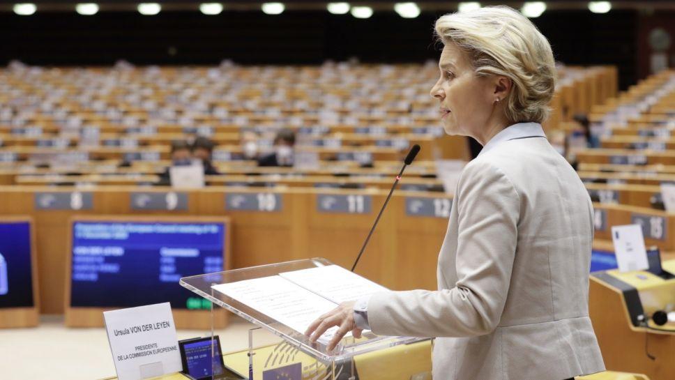 Szefowa Komisji Europejskiej Ursula von der Leyen w Parlamencie Europejskim (fot. PAP/EPA/OLIVIER HOSLET/POOL)