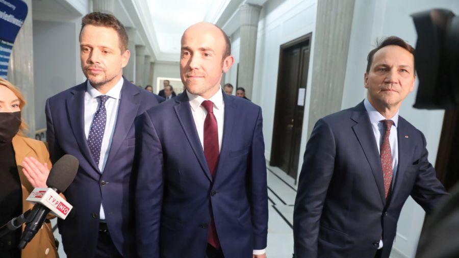 Rafał Trzaskowski, Borys Budka, Radosław Sikorski (fot. PAP/Tomasz Gzell)