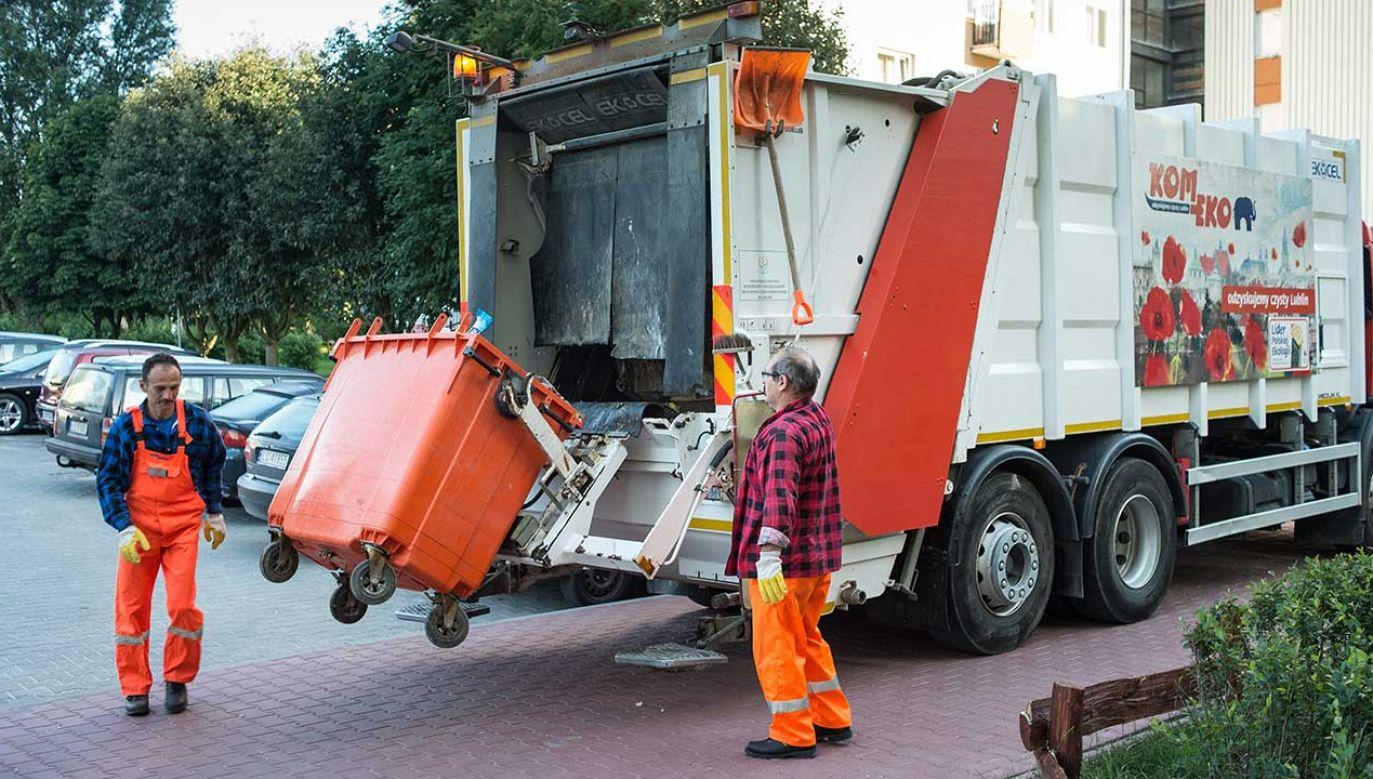 """Wg ministra """"dochody z tej sprzedaży mogą wspierać system, a tym samym opłaty za śmieci mogą być dużo niższe"""" (fot. arch. PAP/Wojciech Pacewicz)"""