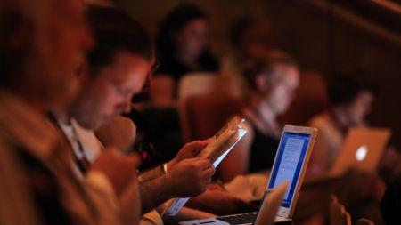 Przestępcy atakują profile na portalach społecznościowych (fot. PAP)