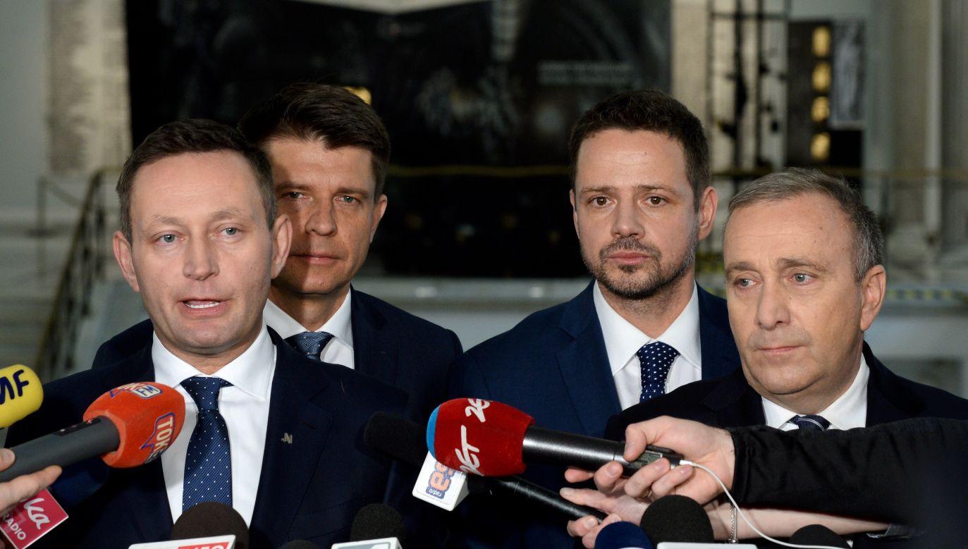 Opinia Pawła Rabieja ośmiesza wcześniejsze i obecne groźby opozycji (fot. arch.PAP/Jakub Kamiński/PAP/Jacek Turczyk)