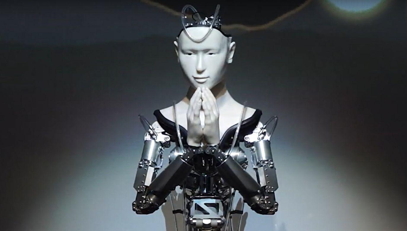 Robot wykonuje ruchy ciała, porusza rękoma, aby modlitewnie klasnąć (fot. YT/VIEW CORPORATION)