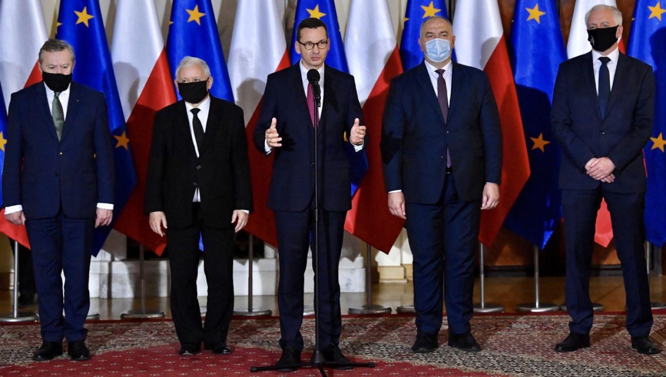 Premier Mateusz Morawiecki przedstawił nowy skład rządu. W wyniku rekonstrukcji rządu zmniejszyła się liczba ministerstw (fot. PAP/Radek Pietruszka)