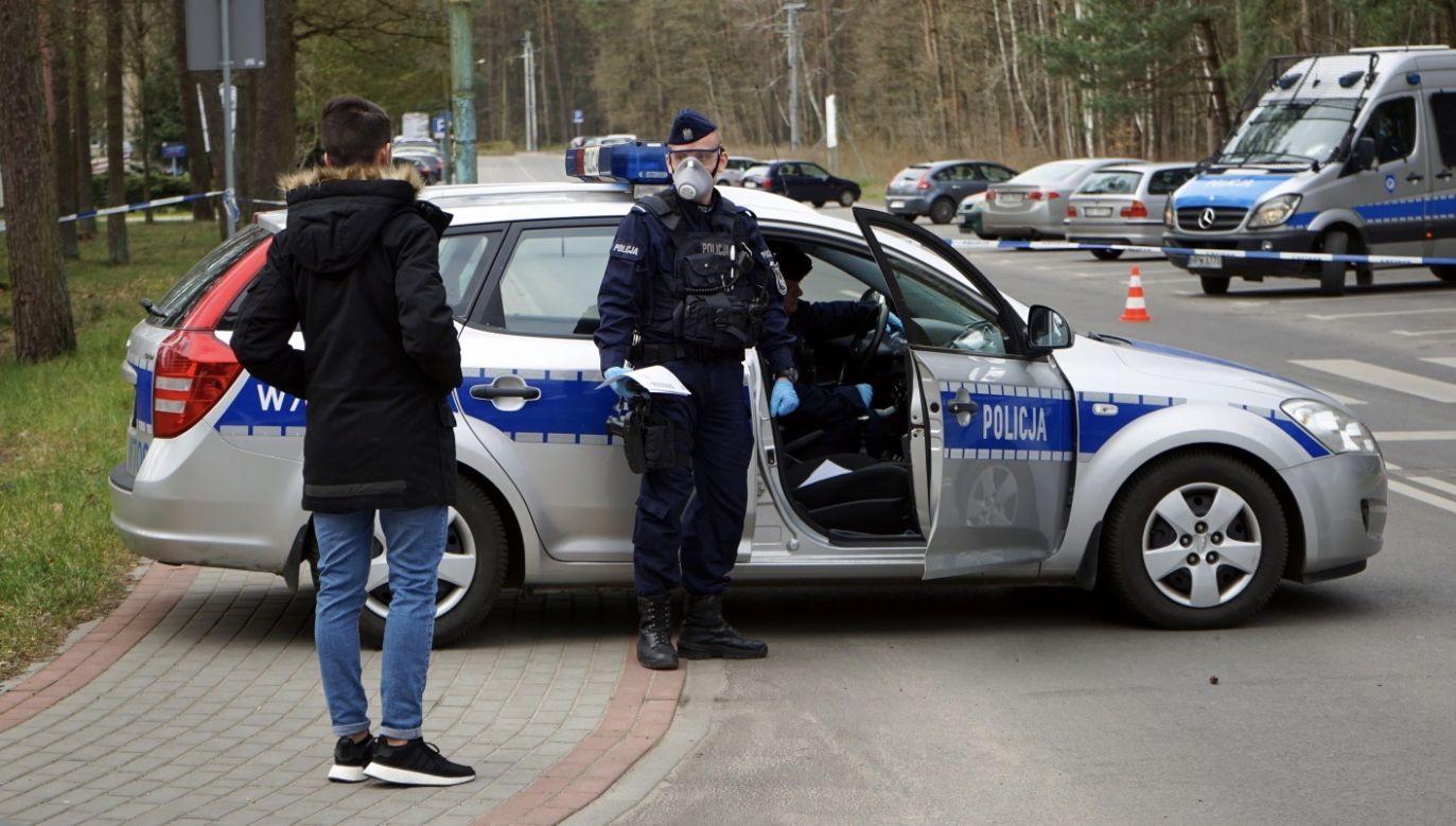 Funkcjonariusze interweniowali ws. pięcioosobowej grupy młodzieży  (fot. PAP/Marcin Bielecki, zdjęcie ilustracyjne)