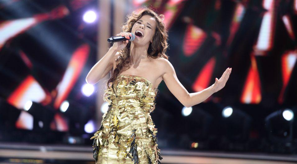 """Natalia Szroeder zaśpiewała """"Nic nie może wiecznie trwać"""" – ostatni wielki przebój Anny Jantar, oraz """"Cykady na Cykladach"""" wykonywane przez Korę. Czy młoda wokalistka dorównała charyzmatycznym pierwowzorom? (fot. J. Bogacz/TVP)"""