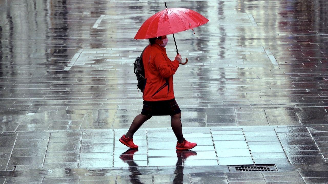 Weekend będzie ciepły, wszyscy liczą na deszcz (fot. PAP/EPA)