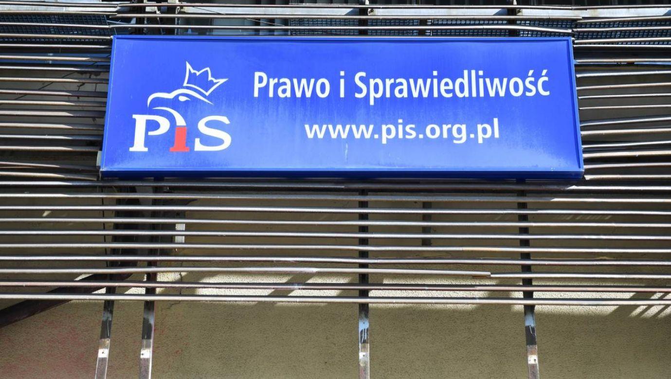 Samorządowiec PiS jest podejrzany m.in. o znieważenie policjantów na służbie  (fot. arch. PAP/Radek Pietruszka)