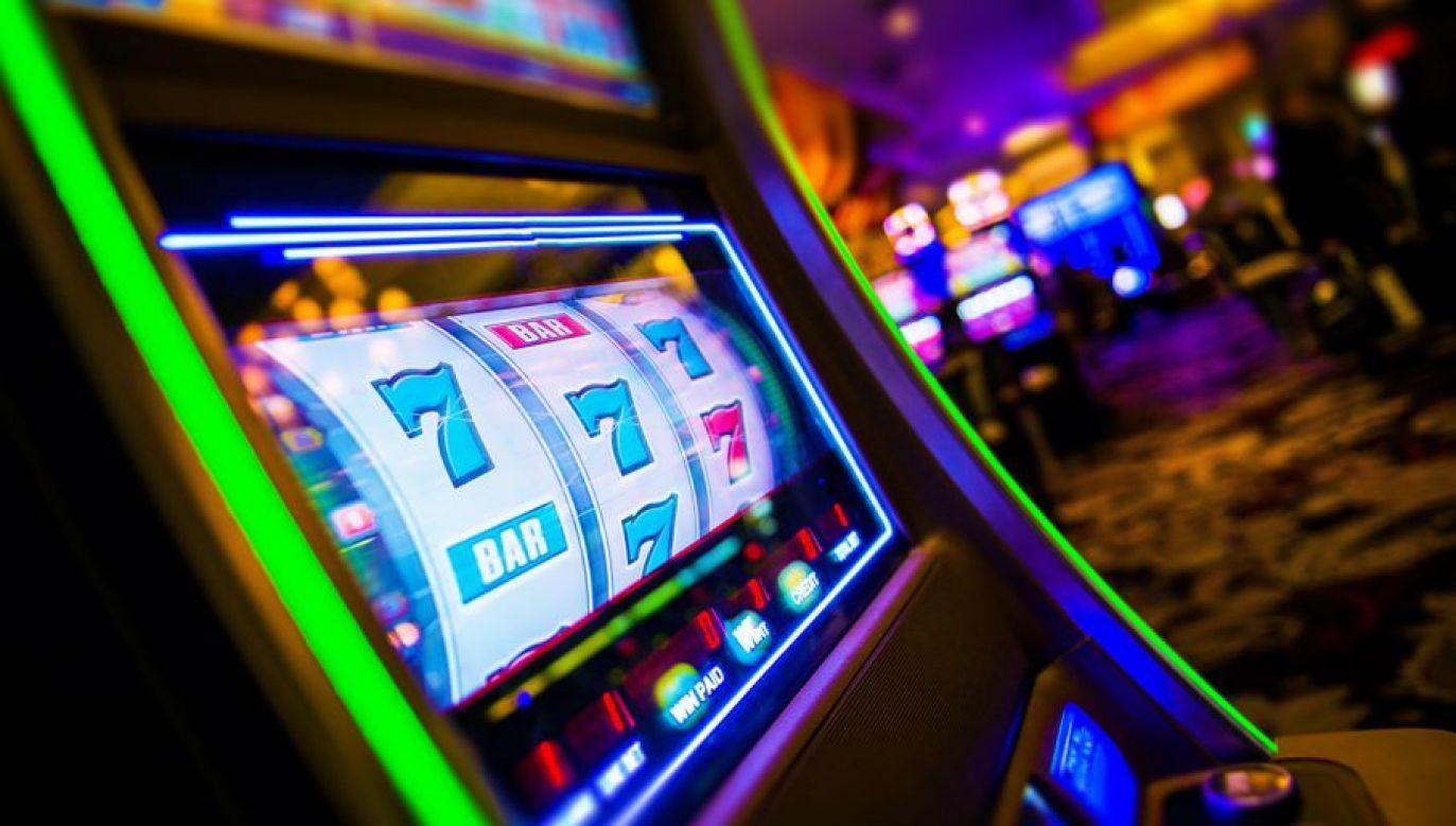 Grupa przestępcza organizowała nielegalne gry na automatach (fot. Shutterstock/welcomia)