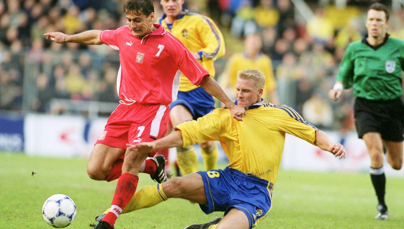 Piotr Świerczewski i Johan Mjallby, eliminacje Euro 2000 (fot. John Marsh/EMPICS via Getty Images)