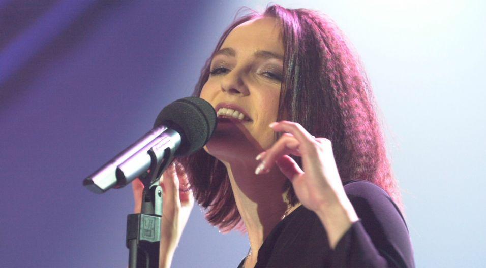 """Artystka szerszej publiczności dała się poznać w 2000 roku, wygrywając program """"Szansa na sukces"""", będąc już wtedy wokalistką zespołu Łzy (fot. TVP)"""