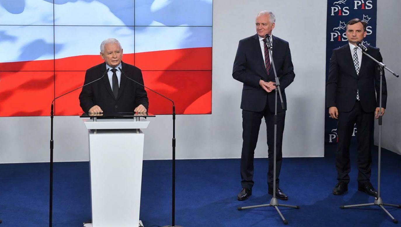 Jarosław Kaczyński, Jarosław Gowin i Zbigniew Ziobro (fot. PAP/Radek Pietruszka)